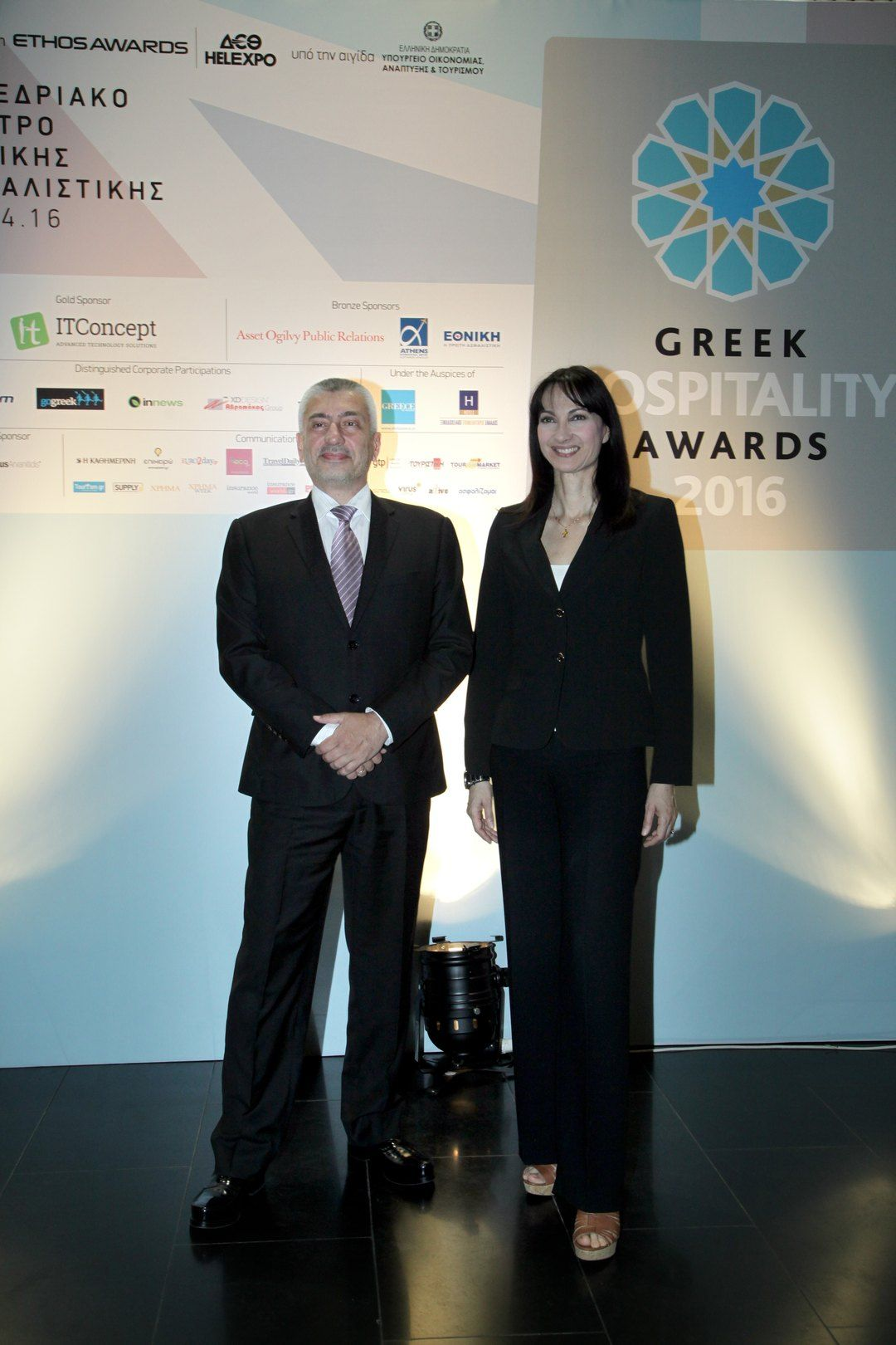 Ο Κωνσταντίνος Ουζούνης και η Αν. Υπουργός Τουρισμού Έλενα Κουντουρά