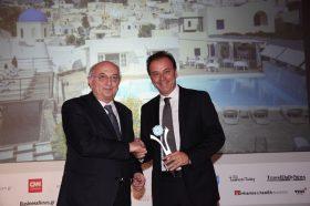 Κατηγορία Top Greek Hotel_ SILVER  AWARD:  Vedema A Luxury Collection Resort.  Την βράβευση έκανε ο κ. Ιωάννης Αμανατίδης, Υφυπουργός Εξωτερικών στον κ. Αντώνη Ελιόπουλο, CEO.