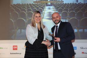 Κατηγορία Best Greek Business City Hotel_ GOLD  AWARD: MAKEDONIA PALACE. Την βράβευση έκανε η  κα Ευριδίκη Κουρνέτα, Γενική Γραμματέας Τουρισμού στον κ. Περικλή Βογιατζή, Hotel Manager.
