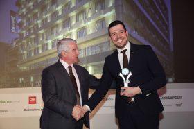 Κατηγορία Best Greek MICE City Hotel_ SILVER  AWARD: Radisson Blu Park Athens. Την βράβευση έκανε ο κ. Αθανάσιος Μπούρας, Βουλευτής ΝΔ & Αναπληρωτής Τομεάρχης Οικονομίας & Ανάπτυξης, στoν κ. Παναγιώτη Μελισσιώτη, Executive Assistant Manager.