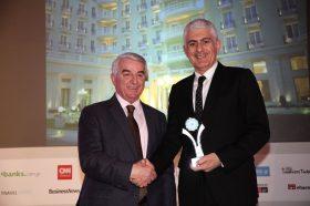Κατηγορία Best Greek MICE City Hotel_ SILVER  AWARD: GRAND HOTEL PALACE. Την βράβευση έκανε ο κ. Αθανάσιος Μπούρας, Βουλευτής ΝΔ & Αναπληρωτής Τομεάρχης Οικονομίας & Ανάπτυξης, στον κ.  Παναγιώτη Ζελελίδη, Γενικό Διευθυντή.