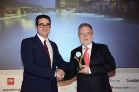 Κατηγορία Best Greek New Resort_ GOLD AWARD: AMADA COLOSSOS RESORT. Την βράβευση έκανε ο κ. Ιωάννης Δημόπουλος, Διευθύνων Σύμβουλος του Ekdromi.gr, στον κ. Άρη Σουλούνια, Managing Director.