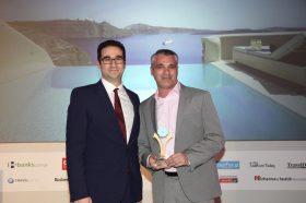 Κατηγορία Best Greek Boutique Resort_ GOLD AWARD: Vedema A Luxury Collection Resort. Την βράβευση έκανε ο κ. Ιωάννης Δημόπουλος, Διευθύνων Σύμβουλος του Ekdromi.gr, στoν κ. Αντώνη Ελιόπουλο, CEO, Vedema.