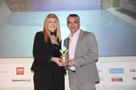 Κατηγορία Best Greek Excellence in Service Hotel _ GOLD  AWARD: Mystique A Luxury Collection Resort. Tο βραβείο παρέλαβε ο κ. Μάνος Νιοτάκης, Operations Manager.