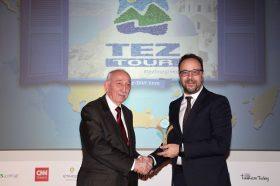 Κατηγορία Best Tour Operator_GOLD AWARD: TEZ TOUR. To βραβείο παρέλαβε o κ. Εμμανουήλ Απλαδενάκης, γενικός Διευθυντής.