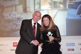 Κατηγορία Best Greek Day Use Hotel_GOLD AWARD: AVRA APARTMENTS. To βραβείο παρέλαβε η κα  Αθηνά Χανιωτάκη, Διευθύνουσα Σύμβουλος.
